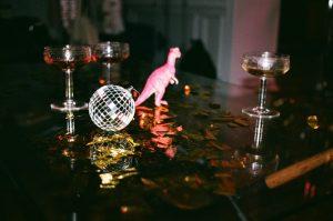 un dinosaure pour décorer une table
