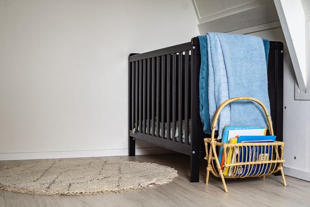 Il est important de retirer les barreaux du lit bébé au bon moment